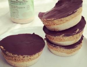medium_caramel-peanut-protein-shortbread-cups_mMb4R3EthnUz3